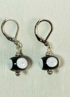 boucles-oreilles-noir-blanc