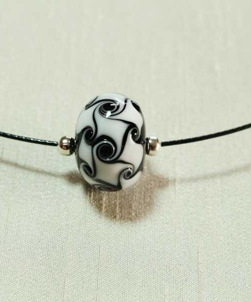 collier-perle-noir-blanc