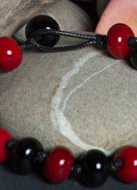 bracelet rouge noir 11
